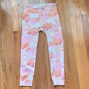 Outdoor voices legging in pink camo 🖤🖤